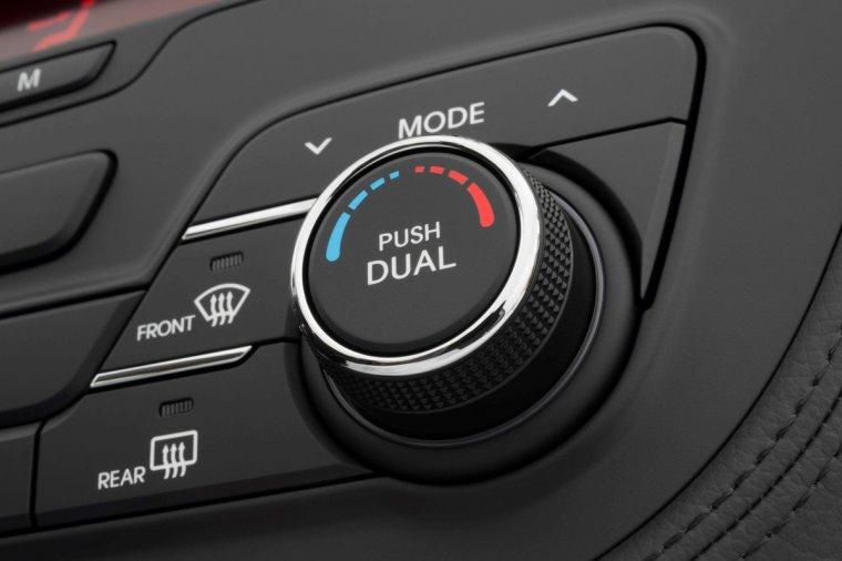 汽车上Rear表示什么意思?Rear功能键的作用与使用