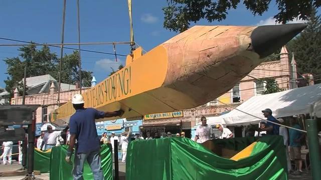 世界上最长最重的铅笔,长达23米重9.7吨(多图)