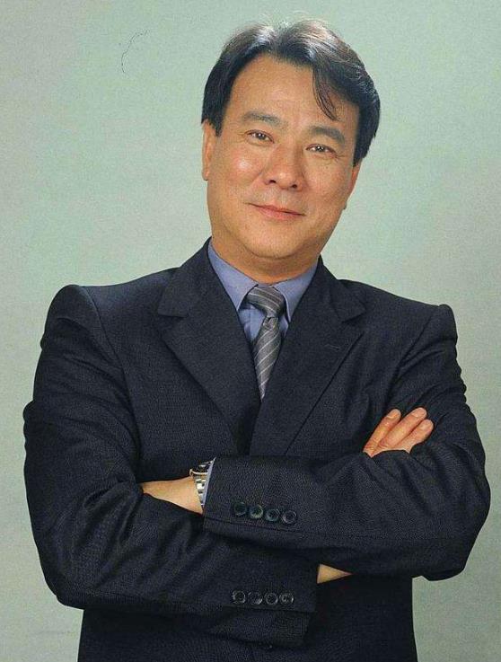 李修贤在香港娱乐圈的地位如何?李修贤跟周星驰的恩怨情仇