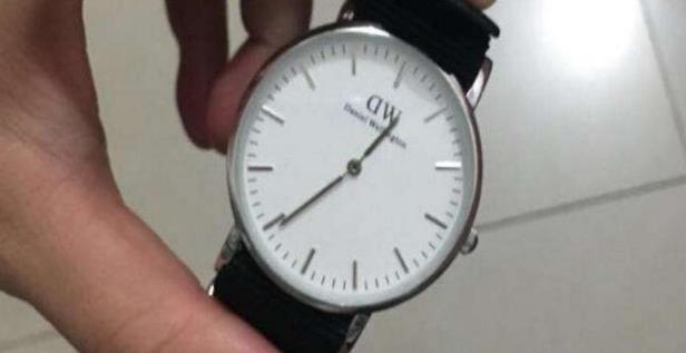 DW手表更换电池方法,DW手表电池是什么型号贵吗?