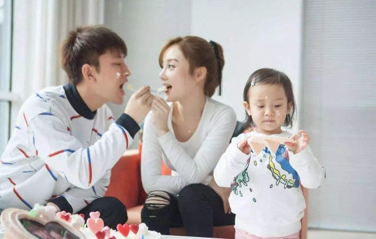 李小璐有几个孩子生二胎了吗?贾乃亮争夺抚养权失败甜馨选择妈妈