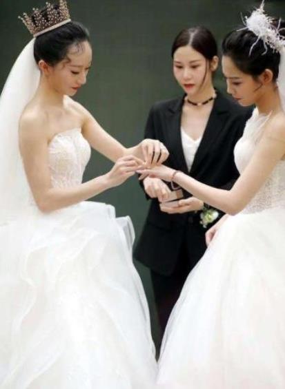 杨丽萍徒弟水月个人资料简介:水月为什么跟同性结婚