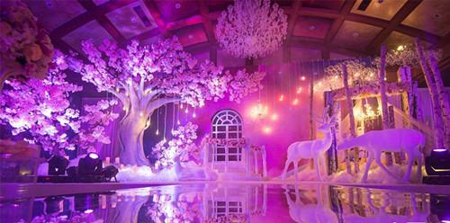 酒店婚礼现场布置风格有哪些?酒店浪漫梦幻婚礼现场布置效果图