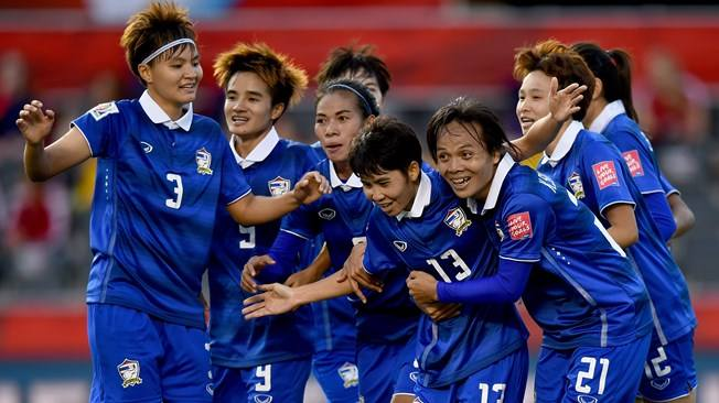 爆红网络的泰国女足美女教练是谁?带你揭秘这位美女教练强大背景