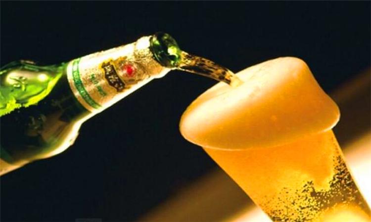 冬季喝啤酒可以暖身吗?为什么呢?