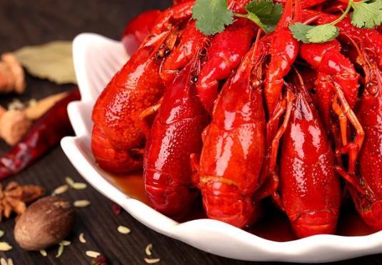小龙虾1.5斤够两个人吃吗?小龙虾肉松散是不够熟还是太熟了