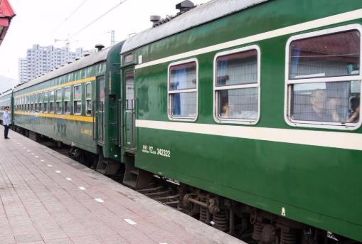 坐火车买学生票必须是规定站吗?暑假什么时候买火车票人少?