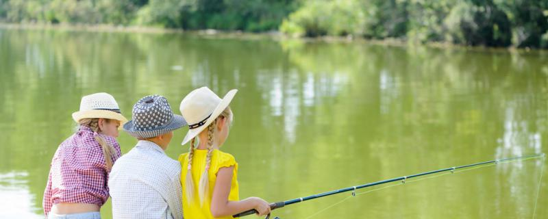 早上钓鱼钓浅还是钓深,钓岸边还是钓中间
