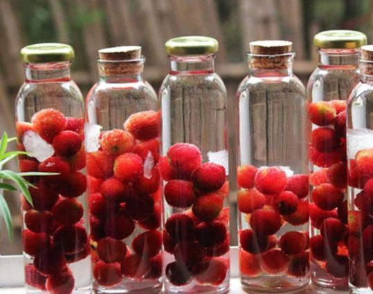 杨梅泡酒可以用盐水洗吗?泡杨梅酒可以加入其它药材吗?