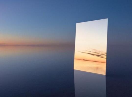 全身镜落地和不落地的哪个拍照好看?全身镜和半身镜哪个更真实?
