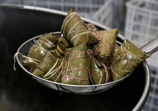 煮粽子的水可以煮饺子吗?煮粽子的水能煮玉米吗?