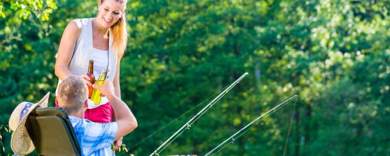 钓鱼天气热钓浅还是钓深,钓近还是钓远