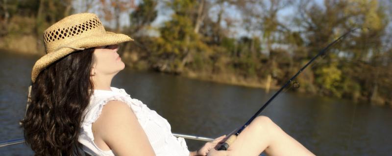 六月份钓鱼钓深还是浅,钓远还是钓近