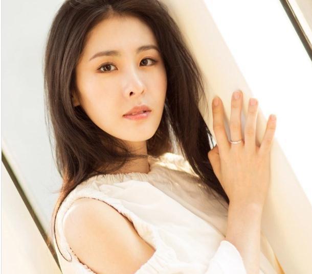 张碧晨在韩国时是的张艺兴的粉丝(张碧晨跟吴莫愁怎么了)
