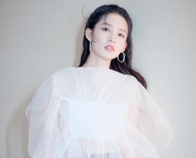 李沁新浪微博微博(李沁邓伦2021新剧)