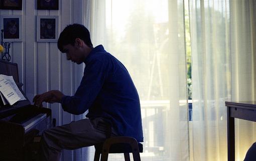 男人约会迟到该不该等他 约会总迟到的男人是故意的吗