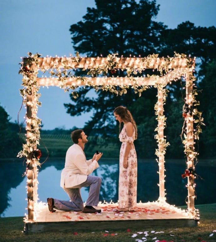 求婚词温馨感动 新郎单膝跪地求婚词
