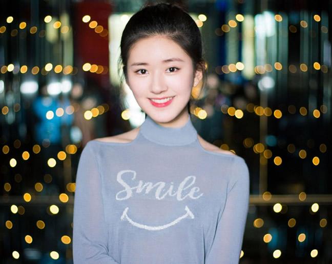 赵露思和她男朋友的照片(赵露思拦住刘宇宁被反手甩飞)