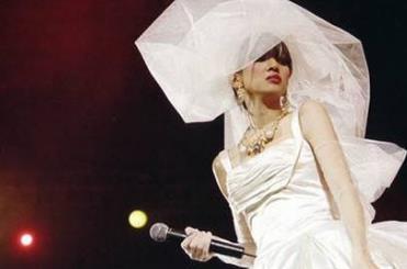 为什么梅艳芳绝症仍坚持办演唱会,梅艳芳什么时候走的多少岁