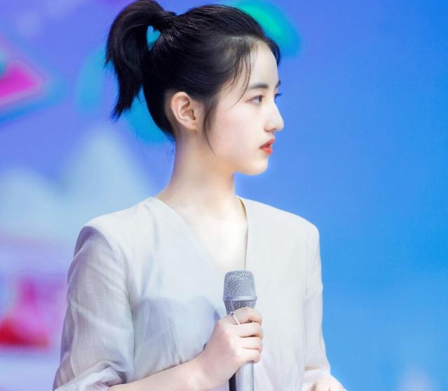 张子枫喜欢女生吗(吴磊张子枫谈恋爱了吗)