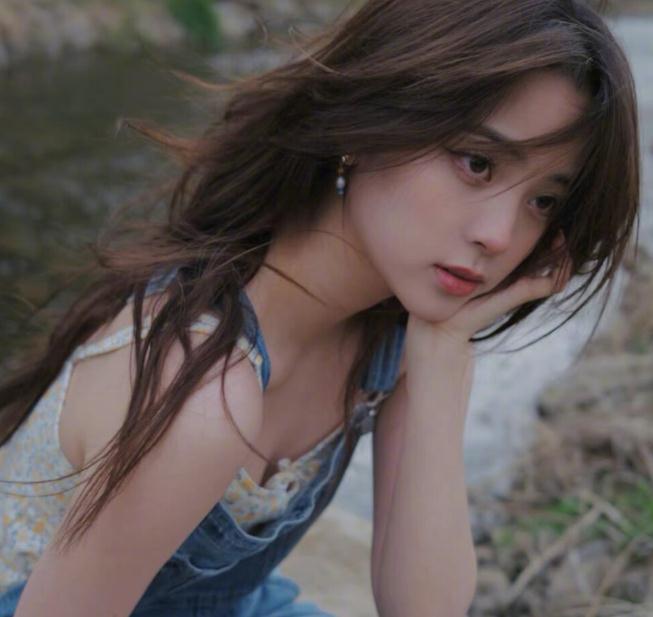 欧阳娜娜几岁学大提琴(欧阳娜娜的穿搭)