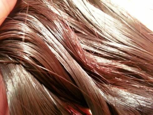 头发油怎么办,每个月修剪一次头发!