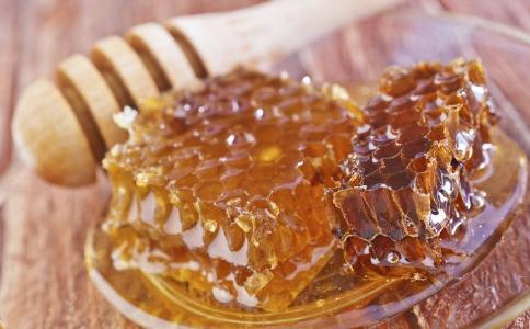 蜂蜜什么时候喝比较好?喝蜂蜜的好处有哪些?