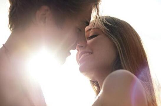 男生亲你脖子是什么意思 亲脖子就代表是真爱吗