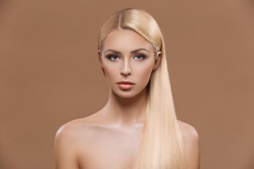 怎样让头发变直,用直发器电夹板!