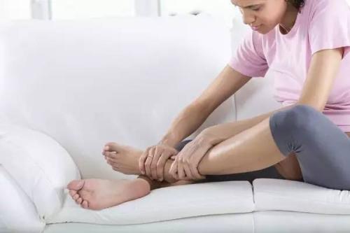 小腿浮肿是什么原因?可能是以下病症