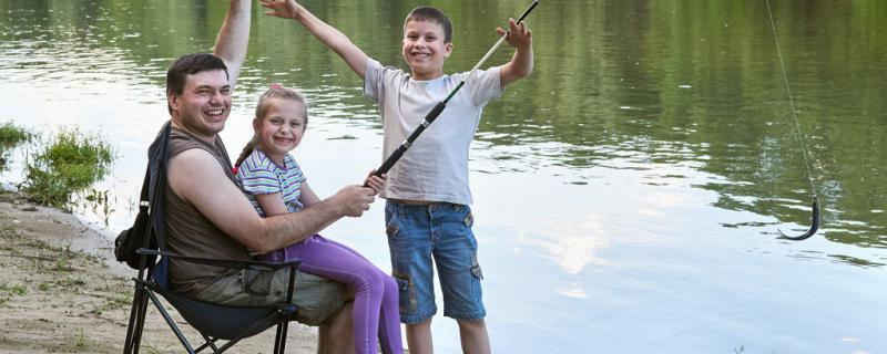 春天钓鱼是深水好还是浅水好,钓边好还是钓中间好